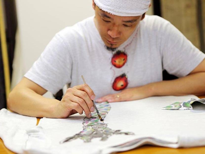 親子で描き、繋げる京都の伝統技法 - 自由でダイナミックな絵柄が躍る、手描き京友禅の魅力とは