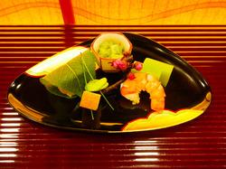 暖簾をくぐり五感で味わう季節のランチ 京都の織物文化が息づく街、西陣の歴史に出会う